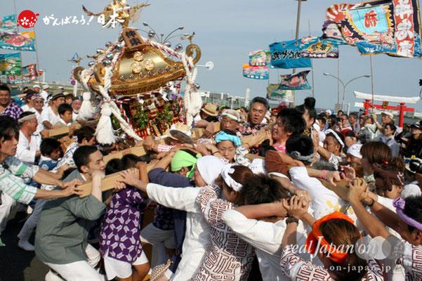 〈羽田まつり・各町神輿連合渡御〉仲東 町会