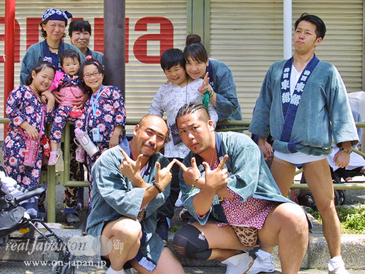 城東神柳睦さん。祭りの魅力は、やっぱり楽しい!仲間とも会えるし、家族でも楽しめるよね。三社、鳥越いろいろ担ぎます。