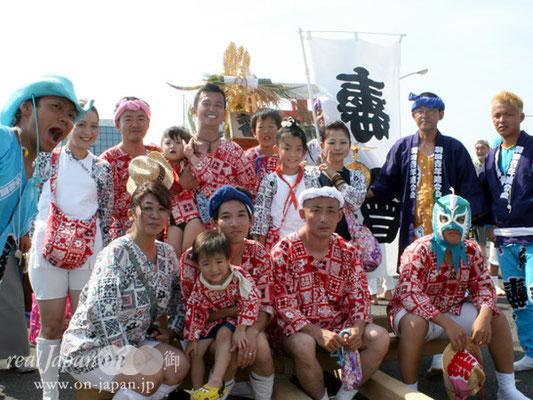 壽會さん。六郷神社氏子青年会10代目です。家族で布を買ってオリジナルでダボ作っています~