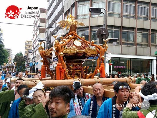 2017年 横浜開港祭 みこしコラボレーション「魚河岸神輿會」YH17_021