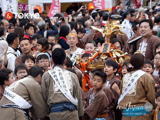〈神田祭 2017.5.14〉神田佐久間町三丁目町会(小神輿) ©real Japan'on -knd17-038