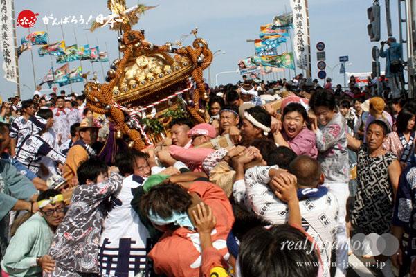 〈羽田まつり・各町神輿連合渡御〉上東 町会