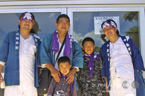 東本町さん。祭りは1年に1回の楽しみ。神輿の数、お囃子、水掛け、どれをとっても最高でしょ。