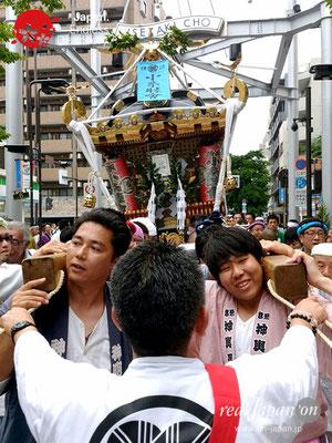 2017年 横浜開港祭 みこしコラボレーション「小糸睦會」YH17_013