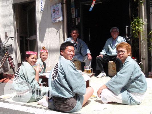雷門田原町会のみなさん:気っぷのいい親方でした。お茶ご馳走様でした!