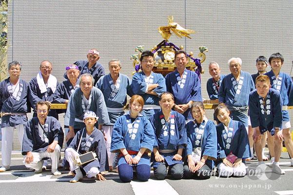 雷門 祭櫻會さん。下谷祭には、南清睦さんにお世話になってもう38年目かな。祭といえば、この連帯感。絆ですね。来週は三社祭。東京はもちろん、秋田、前橋の祭にも参加します。