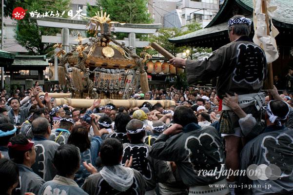 〈鉄砲洲祭〉宮元(湊一・湊二)(神輿台輪寸法: 3尺3寸)@2012.05.04   写真ナンバー【tps-001】