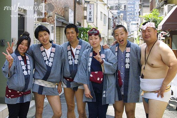東榮會さん。祭りは人の和。そこに粋がある。生まれら時からそこに祭りはありました。もう一家総出ですね(笑)【お薦めの祭】入谷・小野照崎神社の宮入は幻想的です!