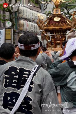 〈鉄砲洲祭〉銀座一丁目東(神輿台輪寸法: 2尺5寸)@2012.05.04