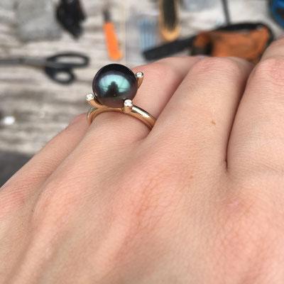 Geelgouden ring met 10mm Tahiti parel en 0.04ct diamant