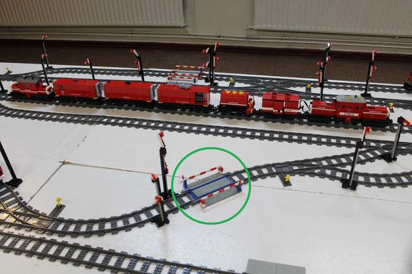 Einbau 12-Volt-Schiene im 9-Volt-PF-Schienennetz (siehe grüner Kreis)