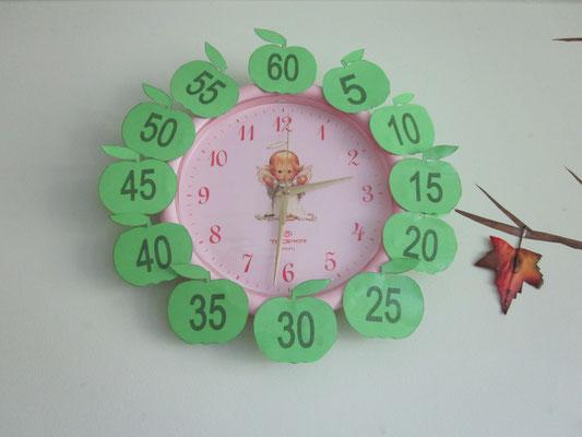 2012 m. ruduo. Laikrodis su minutėmis