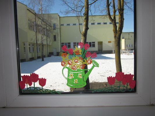 Nors už lango dar žiema nesitraukia, bet languose jau pavasariniai žiedai skleidžiasi