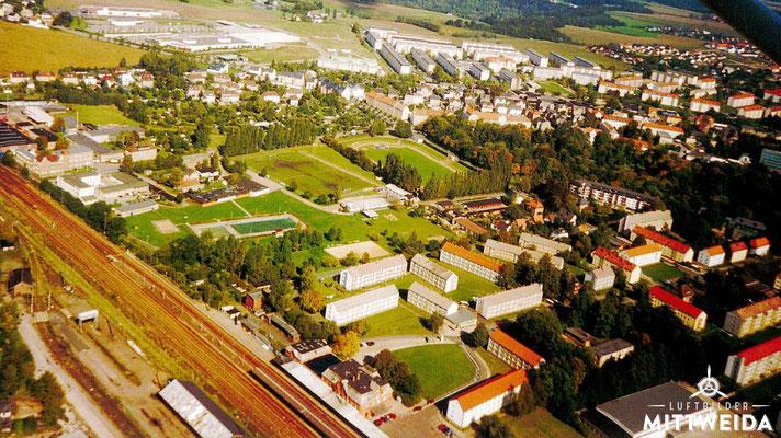 Bahnhof und Stadion am Schwanenteich