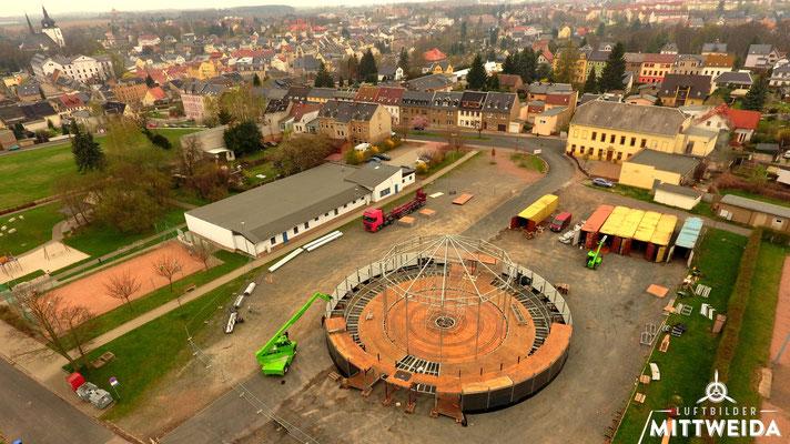 Aufbau des Spiegelzeltes anlässlich der 150-Jahrfeier der Hochschule auf dem Schützenplatz