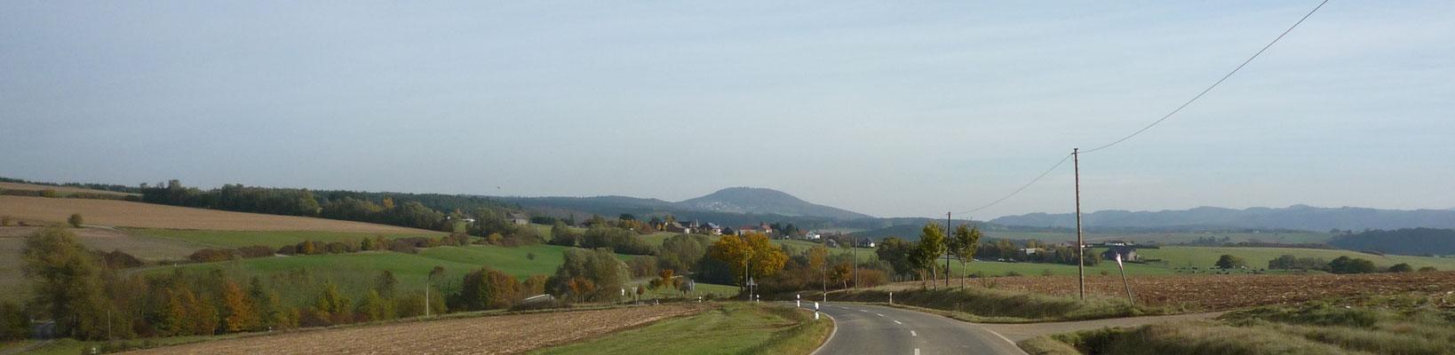 Blick auf den Vulkankegel des Arembergs