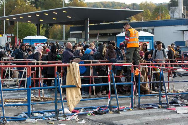 Flüchtlinge in Spielfeld © Michael Schnabl