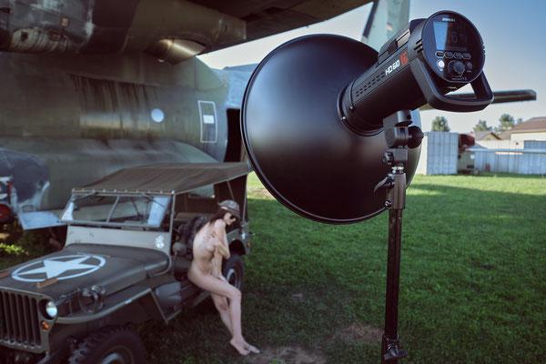 Foto: Michael Schnabl - Workshop Aktfotografie im Luftfahrtmuseum Graz