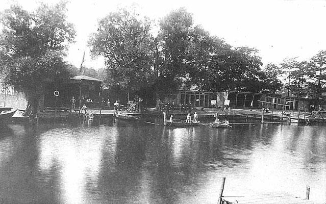 Flussbadeanstalt