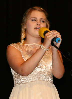 "Sologesang ""Hallelujah"" - Annika Wurster (10a)"