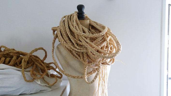 Raphia tressé prêt à être posé / Braided raphia ready to be weaved on Audoux-Minet french seats