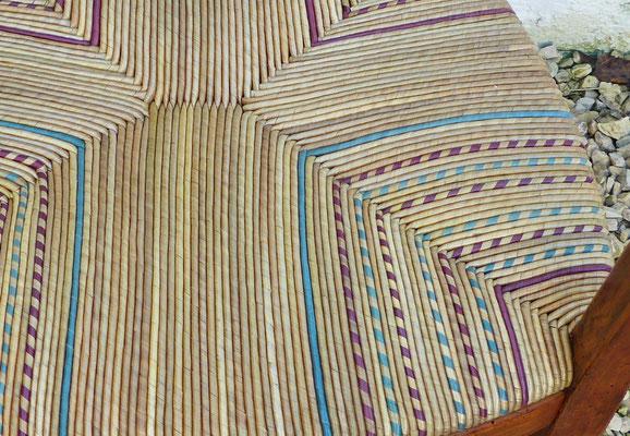 Paillage de seigle polychrome fait main / Hand made polychrome rye straw.