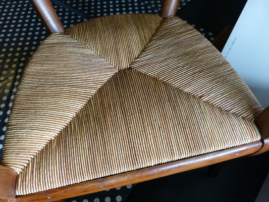 Finesse du paillage de seigle fait main / Fineness of the handmade rye straw.