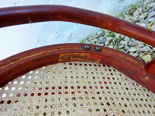 Plaque de cannage : les bords sont coupés au ras des trous / Mechanical cane work plate : edges are cut just above holes level.