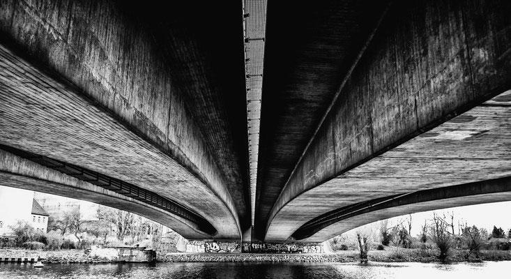 Unter einer Brücke in Spandau