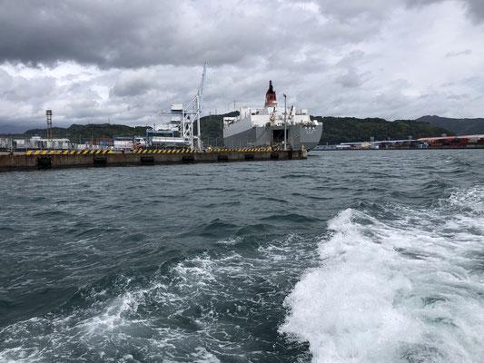海から:RORO船