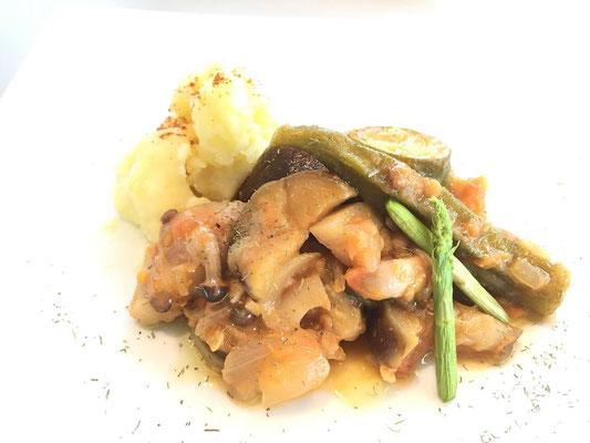 ◆色々野菜とレンズ豆のトマト煮込み・マッシュポテト添え