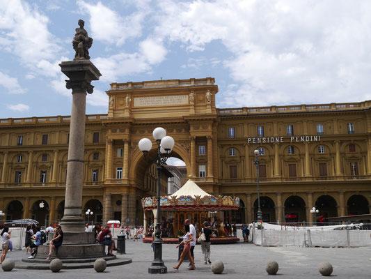 Platz der Republik mit antikem Karussell