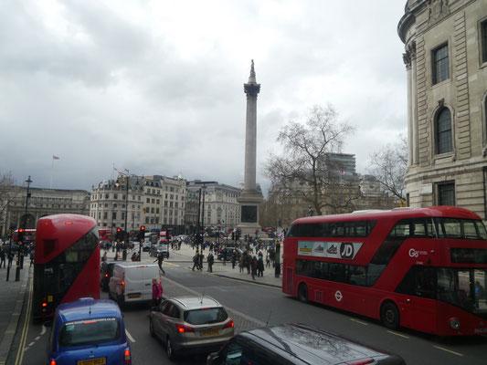 ... zum Trafalgar Square