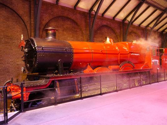 Hogwarts-Express mit Dampf
