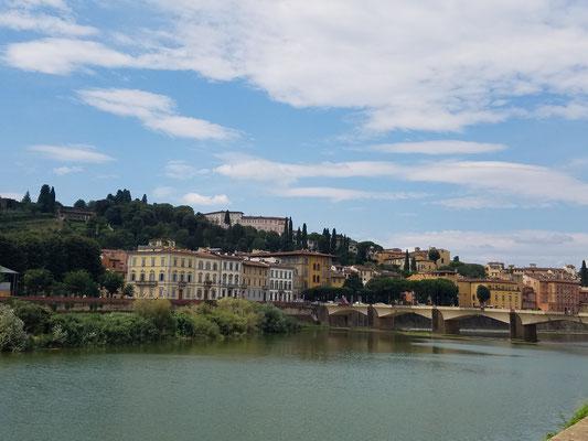 Blick auf das Südufer des Arno