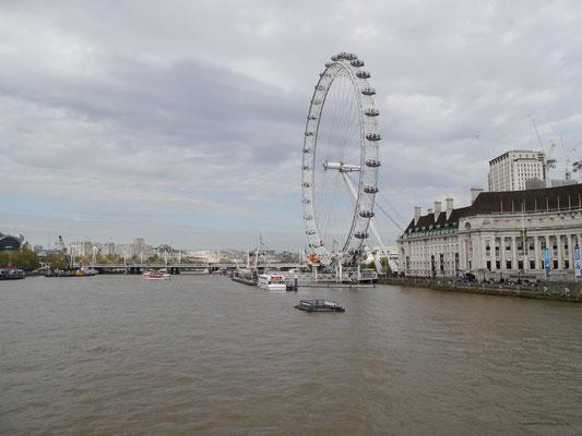 London Eye von der Westminster Bridge aus gesehen