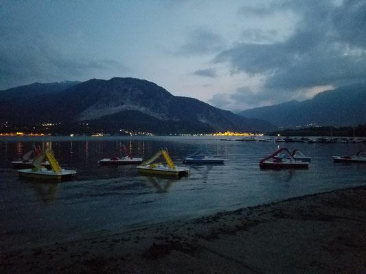 Tretboote auf dem See