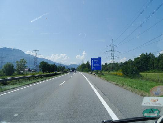 Kurzes Autobahnstück durch Österreich bis zur Schweizer Grenze