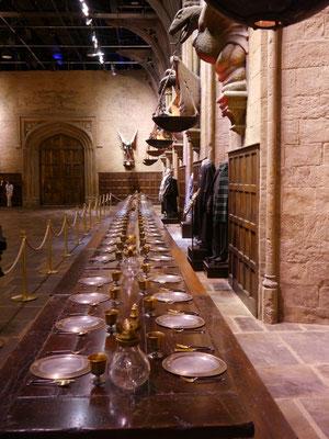 eeewiglange Tischreihen