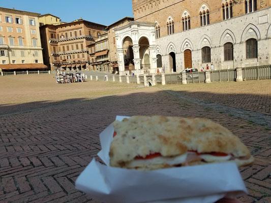 Pizza auf dem Campo...