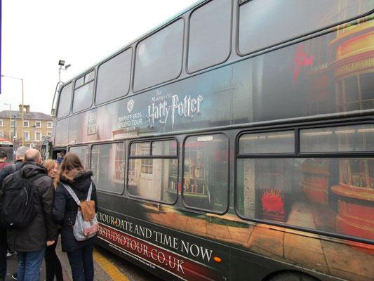 Stilecht mit Harry Potter-Shuttlebus zu den Studios