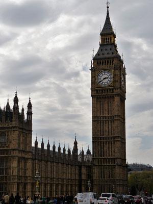 Elizabeth Tower (Uhrenturm mit der Glocke Big Ben)