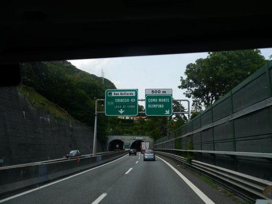 Autobahn mit vielen Tunnel