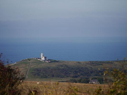 """Alter Leuchtturm """"Belle Tout"""" oberhalb der Klippen"""