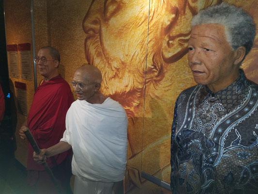 Dalai Lama, Mahatma Gandhi und Nelson Mandela (v.l.n.r.)