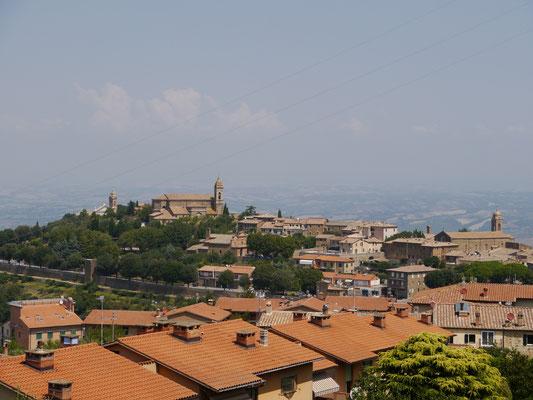 Blick auf die Kirche und das Zentrum von Montalcino