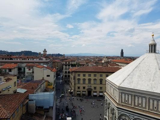 rechts im Vordergrund: Baptisterium San Giovanni