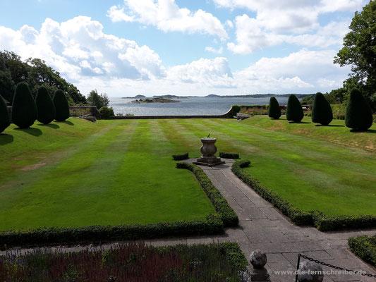 Ein Teil der Gärten, bis zum Fjord reichend