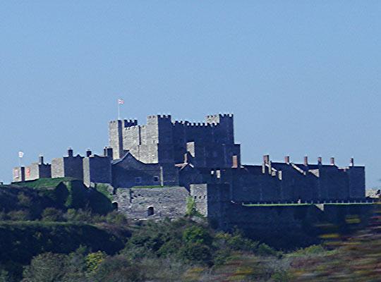 Dover Castle aus der Ferne im Vorbeifahren...