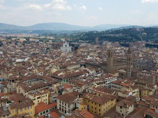 Santa Croce: weiße Kirche in der Bildmitte